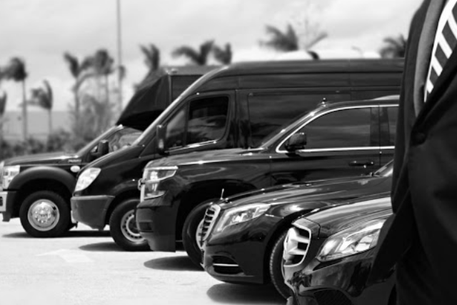 How Much Does It Cost to Hire a Limousine Service?
