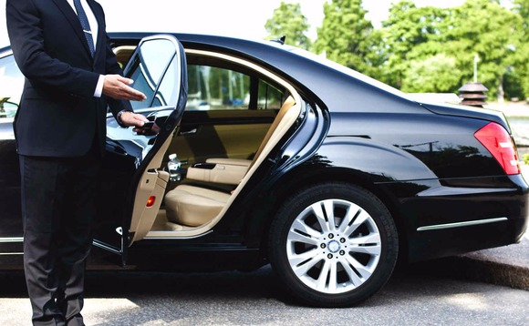A Comparison: Car Rental vs Chauffeur Service